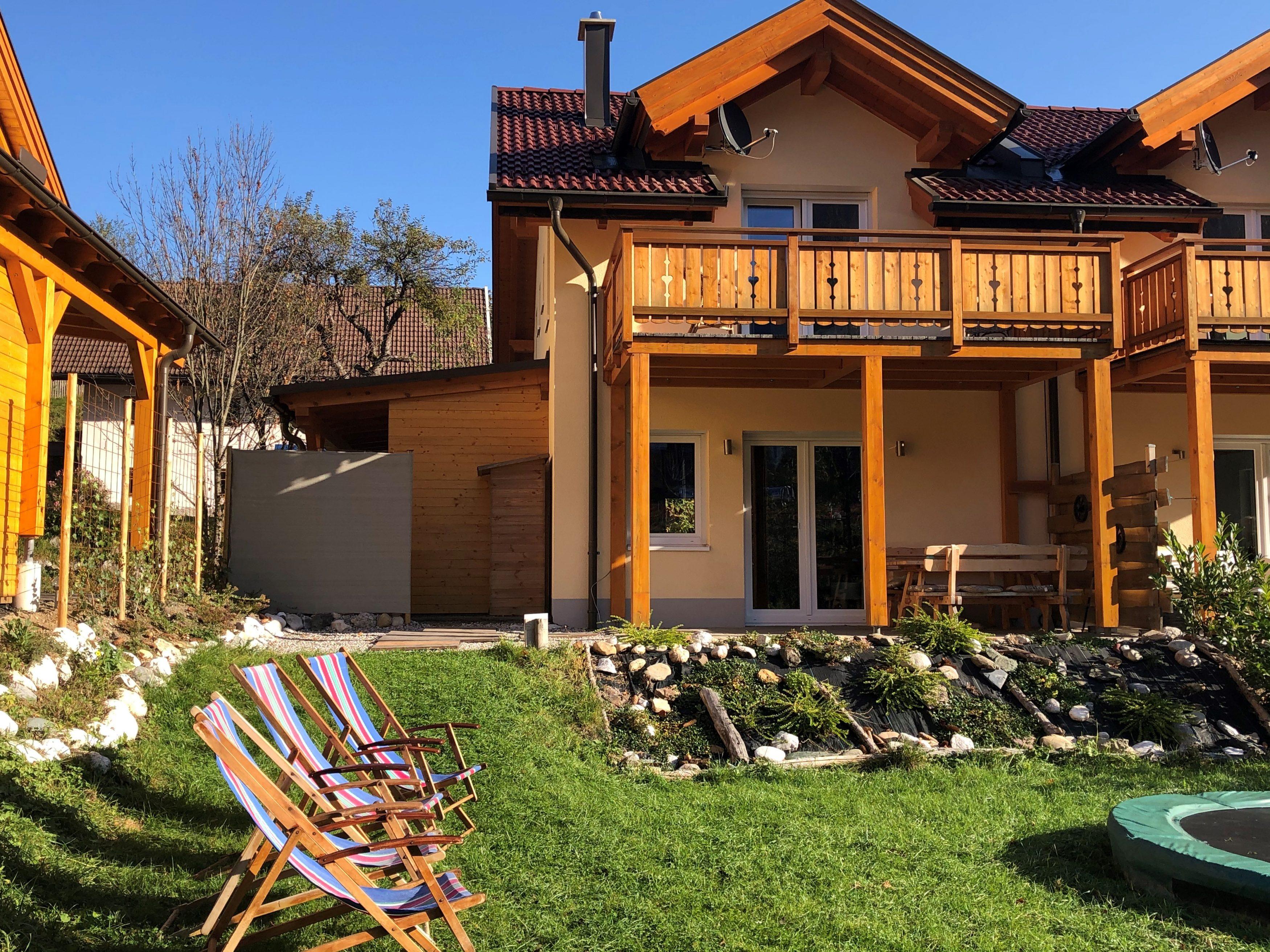 achterkant huis met stuk tuin