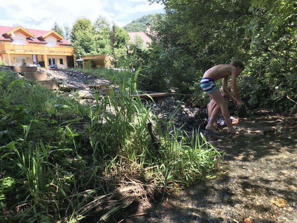 spelen in de bergbeek