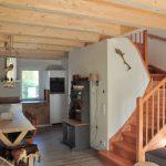 keuken en trap naar 1e verdieping vakantiehuis wintersport oostenrijk